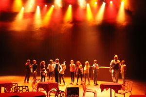 Sur la scène